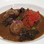 Raviolis salgados de chocolate com cogumelos e recheio de perdiz