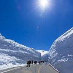 Ruta de 2 días en la ruta alpina Tateyama Kurobe, Shirakawago y Hida-Takayama desde Osaka