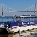 Crucero al atardecer en el puerto de Charleston