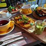 Vegan french toast, Breakfast fajitas and Avo-salmon bagel