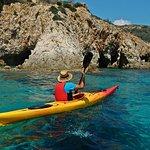Demi-journée de kayak de mer, plongée en apnée, grottes et plages secrètes