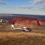 Vuelo escénico en helicóptero Uluru y Kata Tjuta
