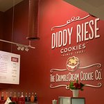 صورة فوتوغرافية لـ Diddy Riese Cookies