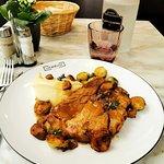 Epaule de porc confite 6h, mousseline de pommes de terre et choux de Bruxelles - plat du jour