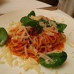 Deliziosi tagliolini con pachino e basilico
