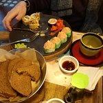 Хлебная тарелка, кофе, роллы, съели почти все и с собой прихватили