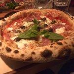 Pizzoissa runsas rapea reunus