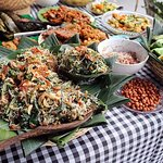 Traditional Balinese Cooking Class & Meal in a Multi-Generational Family Home