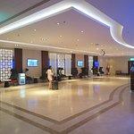 เลาจน์ ของ สนามบินไคโร ชื่อว่า Airline Lounges จะมี พื้นที่ รองรับลูกค้าได้ จำนวนมากเพราะพื้นที่