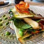 Lasagna vegetal de Verduras frescas y Anchoas con vinagreta de Manzanas del restaurante dogma
