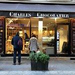 Vitrine de «Charles Chocolatier», 15 rue Montorgueil, Paris 1er
