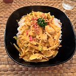 Wok au curry rouge de poulet