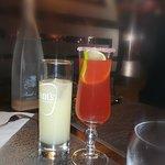 Apéritif, cocktail maison fin et goûteux.
