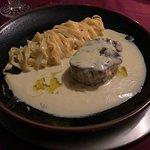 Talharim com miolo de mignon, azeite aromatizado com trufa branca.