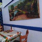 Внутренний интерьер в ресторанчике