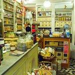 Exclusive Historic Shops Tour in Genoa