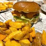 Contra burger y patatas cro cro.