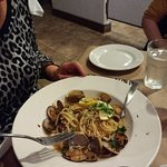 Too few clams on linguine. Restaurants should avoid low quality farmed manila clams, in my opini