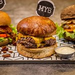 Vários ingredientes artesanais prontos pra você usar e abusar. No My Burger, você faz!
