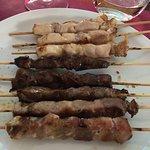 Un misto di arrosticini (maiale, pollo e pecora)