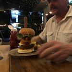 Photo de Burgers and Beers