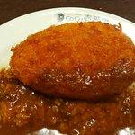 ข้าวแกงกะหรี่โคโรเกะกุ้งทอด รสชาติดี แต่เผ็ดมาก