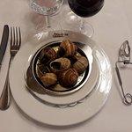 Escargots avec les couverts adéquates pour permettre de les manger en toute simplicité