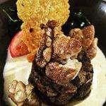 Tatin de cèpes et ris de veau, sauce foie gras et tuile de parmesan