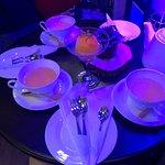 ชาหอมอร่อยทุกรส พนักงานจะมีชาให้เราเลือกดมก่อนสั่งด้วย