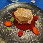 mille feuille de mousse aux fruits rouges et piment d'Espelette