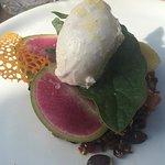 Tartare de saumon gravlax , ourge /mozarella /grenade