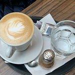 Foto de LINOS Bistro & Coffee shop