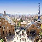 Entrada al parque Güell con visita panorámica a la Casa Batlló y La Pedrera