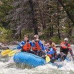 Meio dia de aventura guiada de rafting