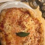 صورة فوتوغرافية لـ Pizza Vesuvio