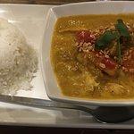 Chicken ca-ri (curry) with broken rice