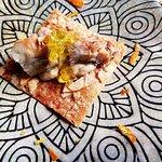 Teja de almendras con gachas típicas y caballa ahumada. Menú degustación