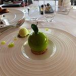 Délicieux dessert chocolat blanc, mousse pomme granny