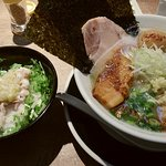 具だくさんな七志スペシャルにネギ豚ご飯。
