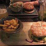 Burger mit Käse und Speck