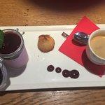 Café avec petit rocher Coco et mousse fruits rouges ... restera plus rien LOL