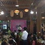 Đoàn nghỉ lại ăn trưa tại nhà hàng Sen Quê