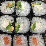 délicieux maki avocat & saumon