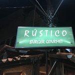 Fotografia de Rustico burguer gourmet