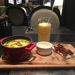 Тыквенный суп с пармезаном и брускетта с вялеными томатами