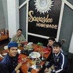 มีเด็กนักเรียนไทย ที่มี เรียนหนังสือ ที่ ประเทศอียิปต์ เป็นลูกค้าเยอะ เพราะ จำหน่ายอาหารไทย ในรา