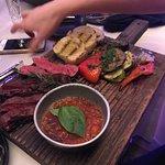 стейк и овощи гриль