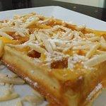 Waffle Anjo Papudo, com Doce de ovo, açúcar  e amêndoa laminada