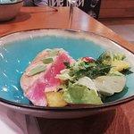 Тунец - с легким салатиком -очень вкусно!