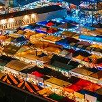 ภาพถ่ายของ ผัดไทยพ่อมด - ตลาดรถไฟรัชดา